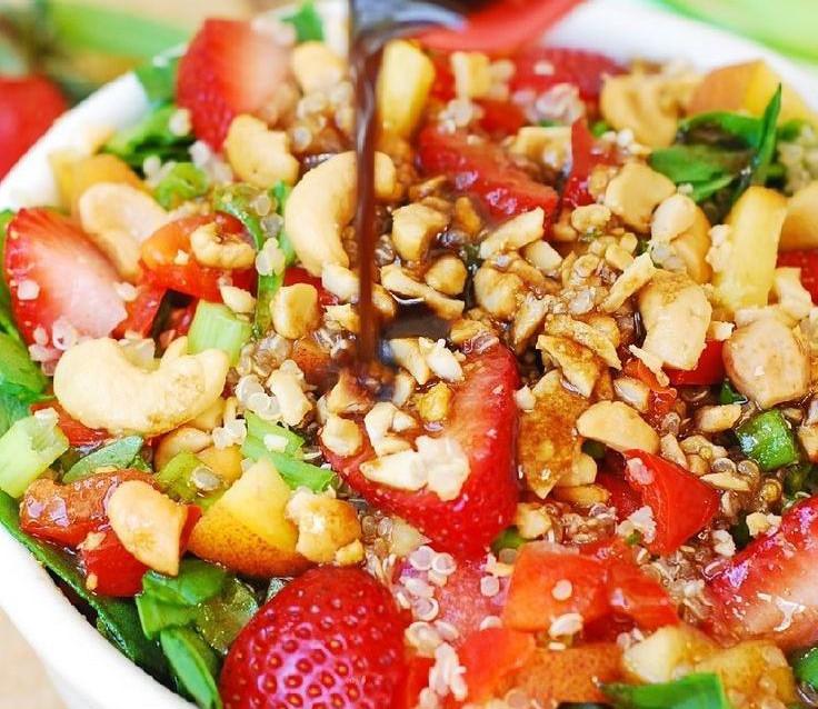 Espinaca con Quinoa y Frutas