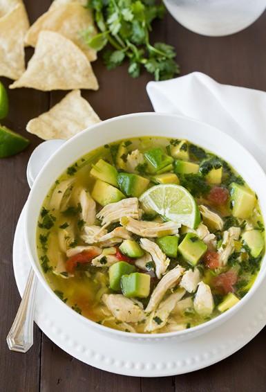 Sopa de pollo al limón