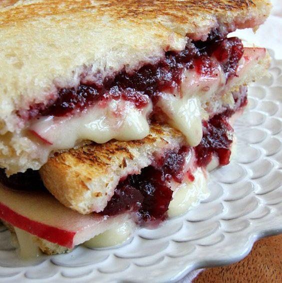 Sándwiches dulce gratinado con queso