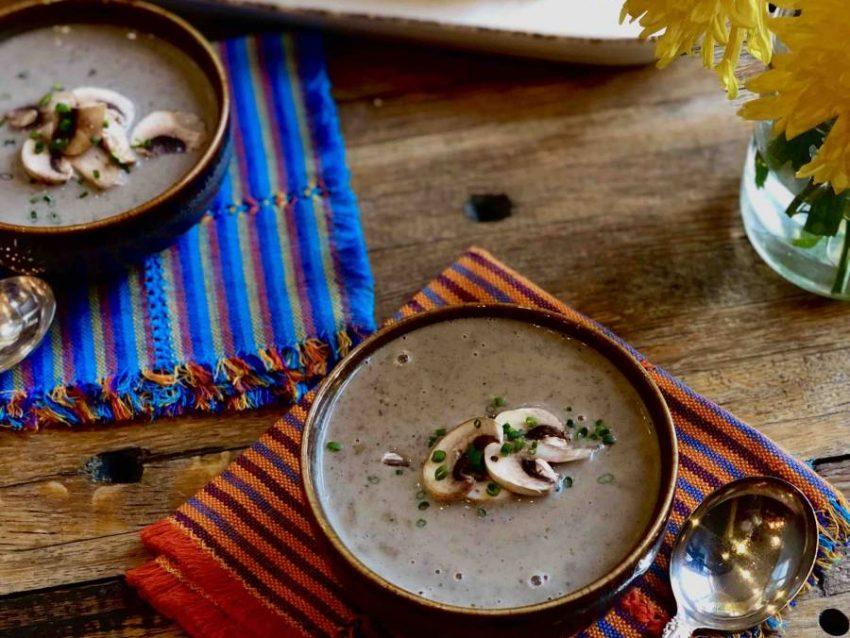 Crema de Champiñones Silvestres con Aceite de Oliva con Hongos y Salvia